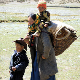 Tibetan family by Gyan Fernando - People Family ( woman, family, children, gyan fernando, travel, tibet, yak )
