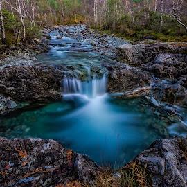Fjell høstfarge og foss by Dag Hafstad - Landscapes Forests ( 2017, landskap )