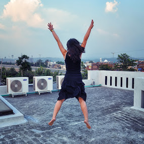 Be happy by Delia Galhotra - People Street & Candids ( digiphotography, nature, street, candid, house, people, photography, jump )
