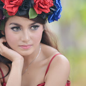 Dini's Simple Pose by Budi Utomo - People Portraits of Women ( woman, beauty )