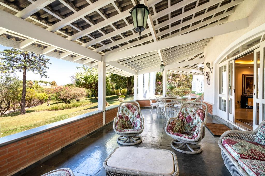 ***MANSÃO IMPRESSIONANTE MOBILIADA COM 5 QUARTOS***, 1200 m² A/C por APENAS R$ 6.200.000 - Village San Fernando - Valinhos/SP