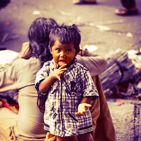 Street Kid by Gurucharan Shamji - Babies & Children Children Candids ( child, beggar, street, india, kid )