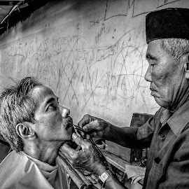 Barber by Edi Sukarmanto - Professional People Business People
