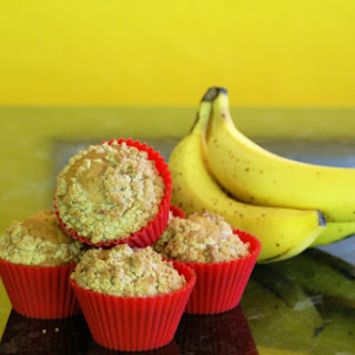 BANANA MUFFINS WITH A STREUSEL TOPPER