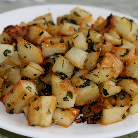 Potatoes Sauted With Garlic and Cilantro - Batata ma3 Kizbra