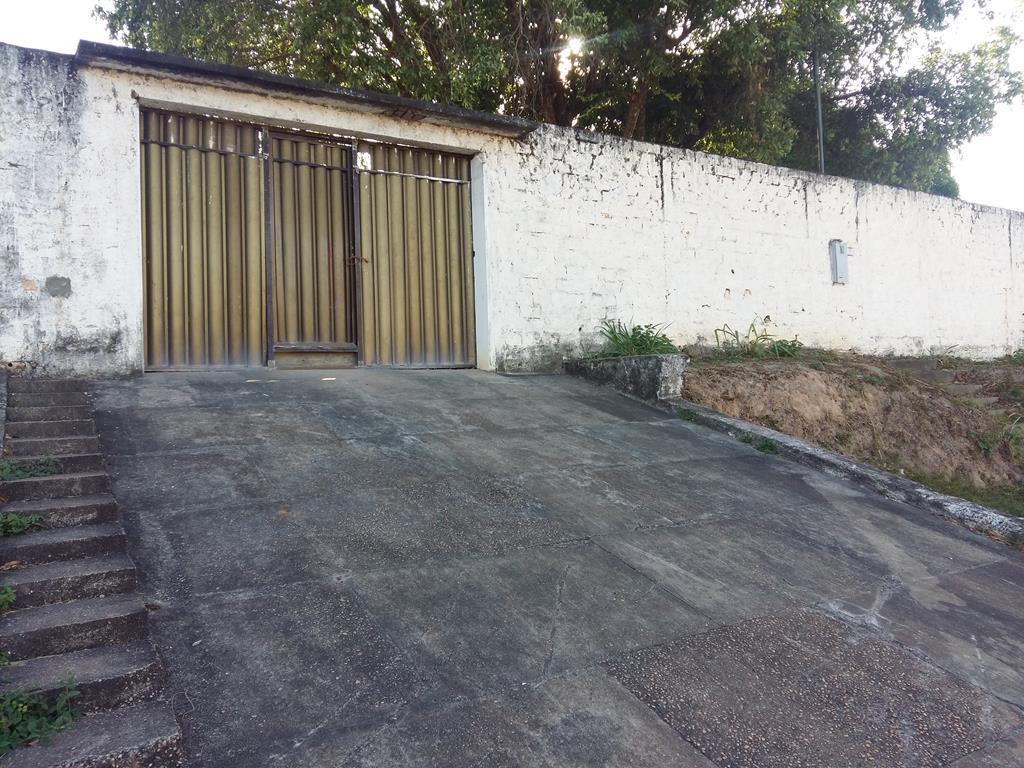 Terreno a venda medindo 1.300m² de esquina em frente a av. Getulio Vargas, São Vicente, Boa Vista.