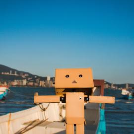 張開雙臂,迎著涼涼海風,快樂出帆趣 by Gary Lu - Artistic Objects Other Objects ( beach, gary lu )