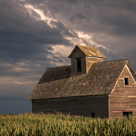 The old grainary  by Shelly Nichols Hellbusch - Buildings & Architecture Decaying & Abandoned ( sky, storm, barn, nebraska, grainary )