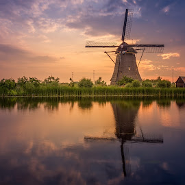 Sunrise Kinderdijk at 6:00 AM by Rémon Lourier - Buildings & Architecture Statues & Monuments ( reflection, colourful, waterscape, kinderdijk, holland, polder, sunrise, windmill, unesco )