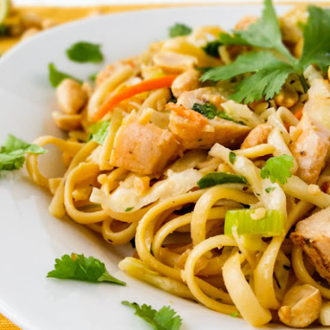 Sweet & Spicy Thai Peanut Pasta Salad