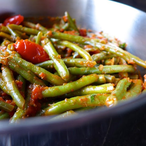 Green Beans, Low-calorie Side Dish! 100 Grams — 49.82 Kcal