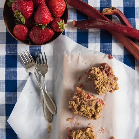Strawberry Rhubarb Crumb Bars