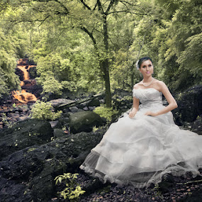 Kiss the Nature by Bob Shahrul - People Fashion ( infrared, wedding, waterfall, kenyir, potraiture )