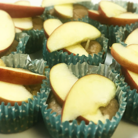 Healthy Apple and Cinnamon Cupcakes