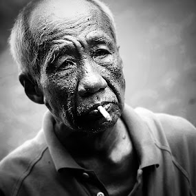 Retired by Nizam Muhamad - People Portraits of Men ( wrinkles, black and white, old man, drama, smoke )