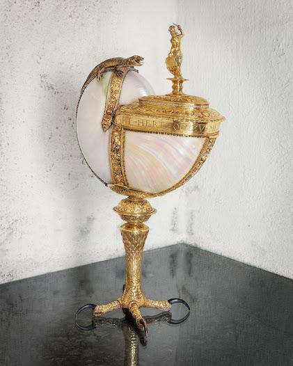 Nautiluspokalen är gjord av ett bläckfiskskal (fam. Nautilidae) och har en gång tillhört Karl I av Mecklenburg (1540-1610). Detaljerna visar att den är inspirerad av tidens störste guldsmed, Wenzel Jamnitzer.
