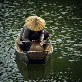 Life on the river, Lao by Leana Niemand - People Street & Candids