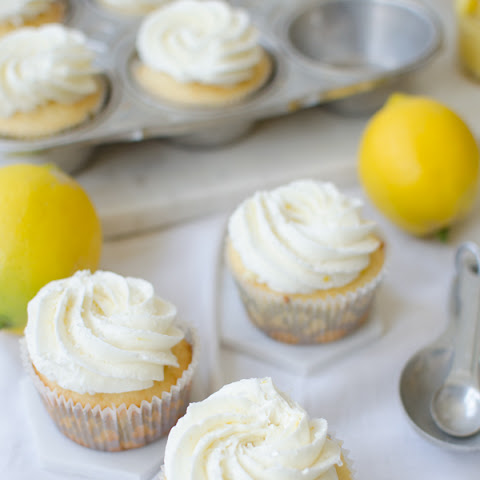 Vanilla Cupcakes Stuffed with Lemon Curd