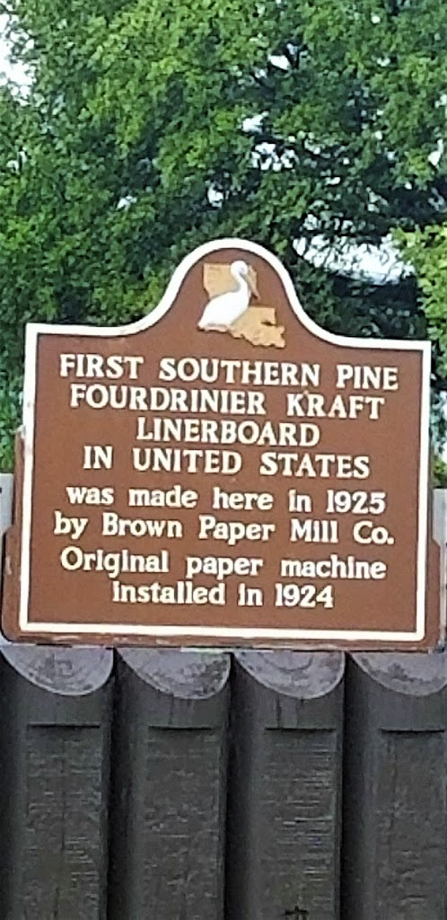 First Southern Pine Fourdrinier Kraft Linerboard in United Stateswas made here in 1925 by Brown Paper Mill Co.Original paper machine installed in 1924