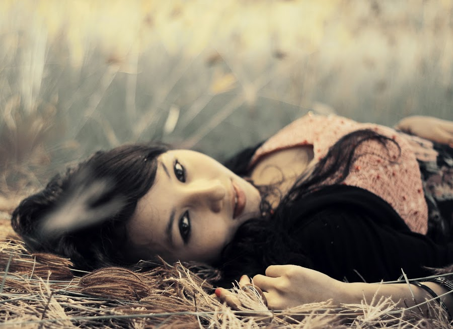 lay down beauty.. by Cakra Dawali PhotoProject - People Portraits of Women