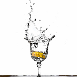 Water & lemon by Francisco Cardoso - Food & Drink Alcohol & Drinks ( water, splash, glass, lemon )