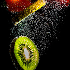 Kiwi drop by Jerome Obille - Food & Drink Fruits & Vegetables ( waterdrop, kiwi, fruits, bubbles, vegetables, commercial )