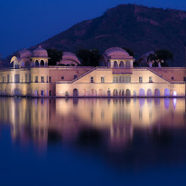 Jal Mahal at dusk by Shourjendra Datta - Buildings & Architecture Other Exteriors ( jaipur, rajasthan, mahal, jal, evening )