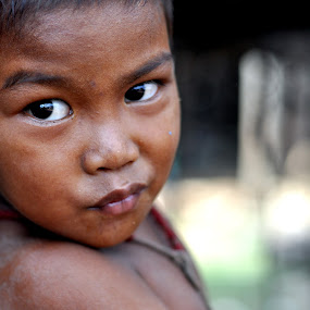 Cambodian child by Lemšen Bassanese - Babies & Children Child Portraits