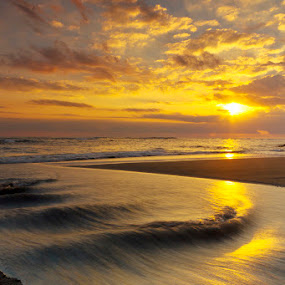 Lazy shutter by Fariz Mohammad - Landscapes Sunsets & Sunrises ( bali, sunset, cloud, beach, landscape )