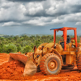 bauxite mine by Daenk Andi - Professional People Technology Workers ( pekerja, langit, alat berat, lapangan, hutan, indonesia, bisnis orang, nikon, pekerjaan )
