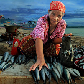 Fish Seller by Ari Yuliarso - People Portraits of Women