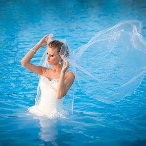 Laguna  albastra by Marin Dumitru - Wedding Bride ( marin dumitru, www.fotografi-nunti.ro )