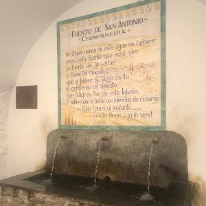= FUENTE DE SAN ANTONIO = = CHUMPANEIRA= No digas nunca de esta agua no bebere pues esta fuente que equi ves es fuente de la virtud y tiene tal magnitud que a beber su aqua invita la confirmo un ...