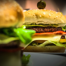 Comida caseira by Carlos Costa - Food & Drink Plated Food ( burger, tasty, food, meat, cooking, good, homemade, olive, meal,  )