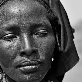Ebano by Vito Masotino - Black & White Portraits & People ( kenya, travel, portrait )