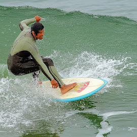 Juste avant la chutte by Gérard CHATENET - Sports & Fitness Surfing