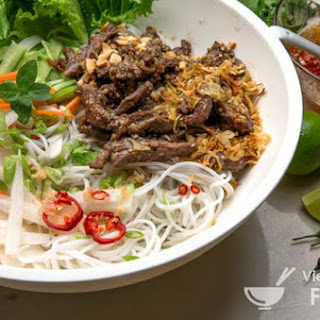 Vietnamese Lemon Grass Beef and Noodle Salad (Bún Bò Xào)