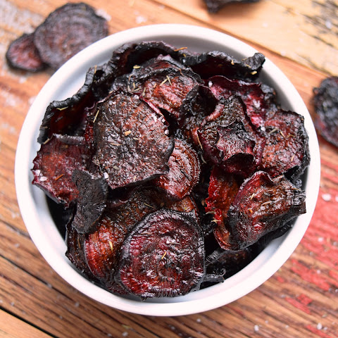 Oven-baked Beet Chips with Coarse Himalayan Pink Salt & Dried Thyme