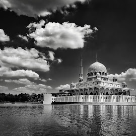 putrajaya mosque by Hafizi Ahmad - Buildings & Architecture Places of Worship ( putrajaya mosque, putrajaya )