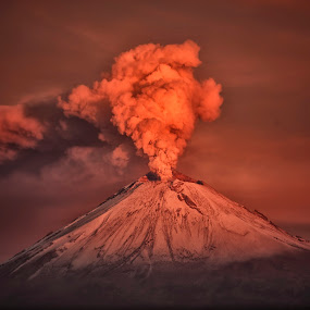 Eruption in the sunrise by Cristobal Garciaferro Rubio - Landscapes Mountains & Hills ( cholula, popo, mexico, puebla, popocatepetl, snowy volcano, eruption, smoking volcano )