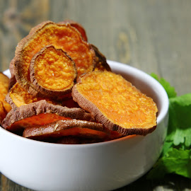 by Dipali S - Food & Drink Eating ( potatoes, fried, appetizer, homemade, party, baked, rustic, junk, heap, peruvian, fresh, crunchy, pile, gourmet, salted, chips, crisp, fat, spicy, delicious, photo, snack, crispy, tasty, sweet, food, healthy, slice, vegetable )