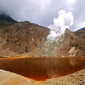 Papandayan Crater by Mulawardi Sutanto - Landscapes Mountains & Hills ( crater, hills, mountains, travel indonesia, lake, papandayan )
