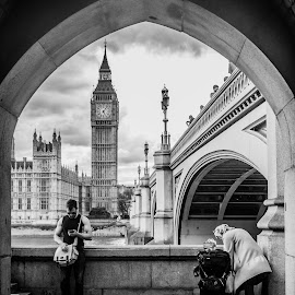 by Elliot Moore - City,  Street & Park  Street Scenes ( big ben )