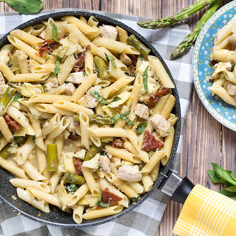 Chicken Artichoke Pasta with Asparagus & Sun-Dried Tomatoes