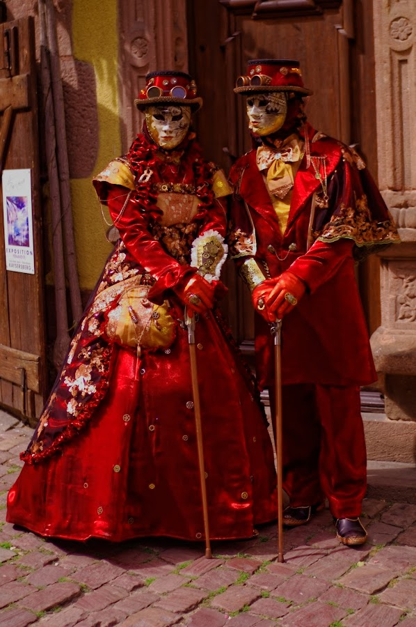 Red  and Réveries Vénitiennes from Riquewihr ... by Joseph Muller - People Musicians & Entertainers ( costumes, elegance, colors, art, tradition, venice, patience, parades, doges cited, italy, characters,  )