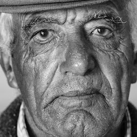 GOLDEN AGE by Guilherme  Junior - People Portraits of Men ( people,  )