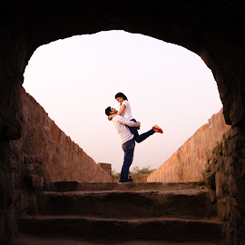 In my arms is where you belong. by Rohit Khurana - People Couples ( prewedding, hold, arms, delhi, couples )