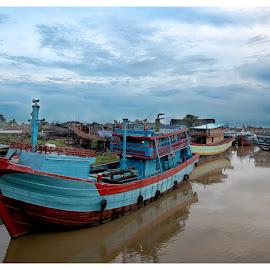 kapal tradisional by Galih Wicaksono - Transportation Boats