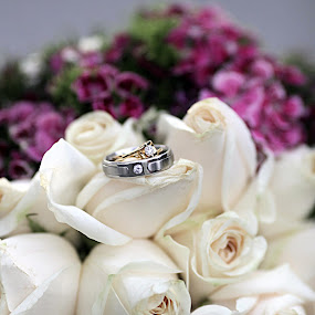 COUPLE RING ON FLOWERS by Mohd Normi - Wedding Details ( couple ring on flowers )