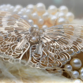 by Carole Pallier Cazzazsnapz - Artistic Objects Jewelry ( abstract, ornate, patterns, straw, pearls, jewelry, gold )